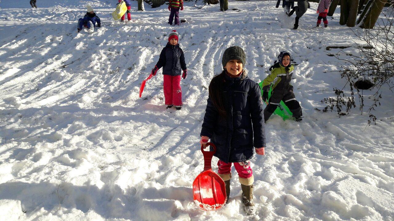 Zima na školní zahradě s družinou